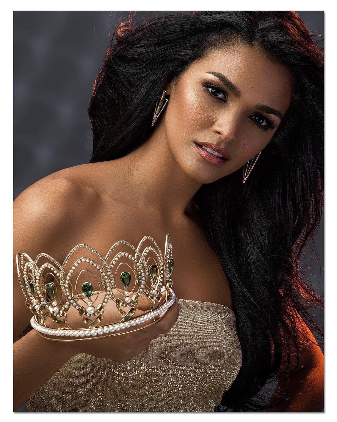 4 Fotos Oficiales de Kiara Ortega con la corona de Miss Universe Puerto Rico Pdgxpp7k