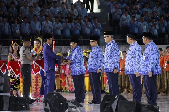 Pakde Karwo Raih Penghargaan Penasihat ASN Terbaik di Indonesia oleh Presiden RI