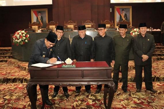 Dewan Setujui Raperda APBD Jatim TA. 2019