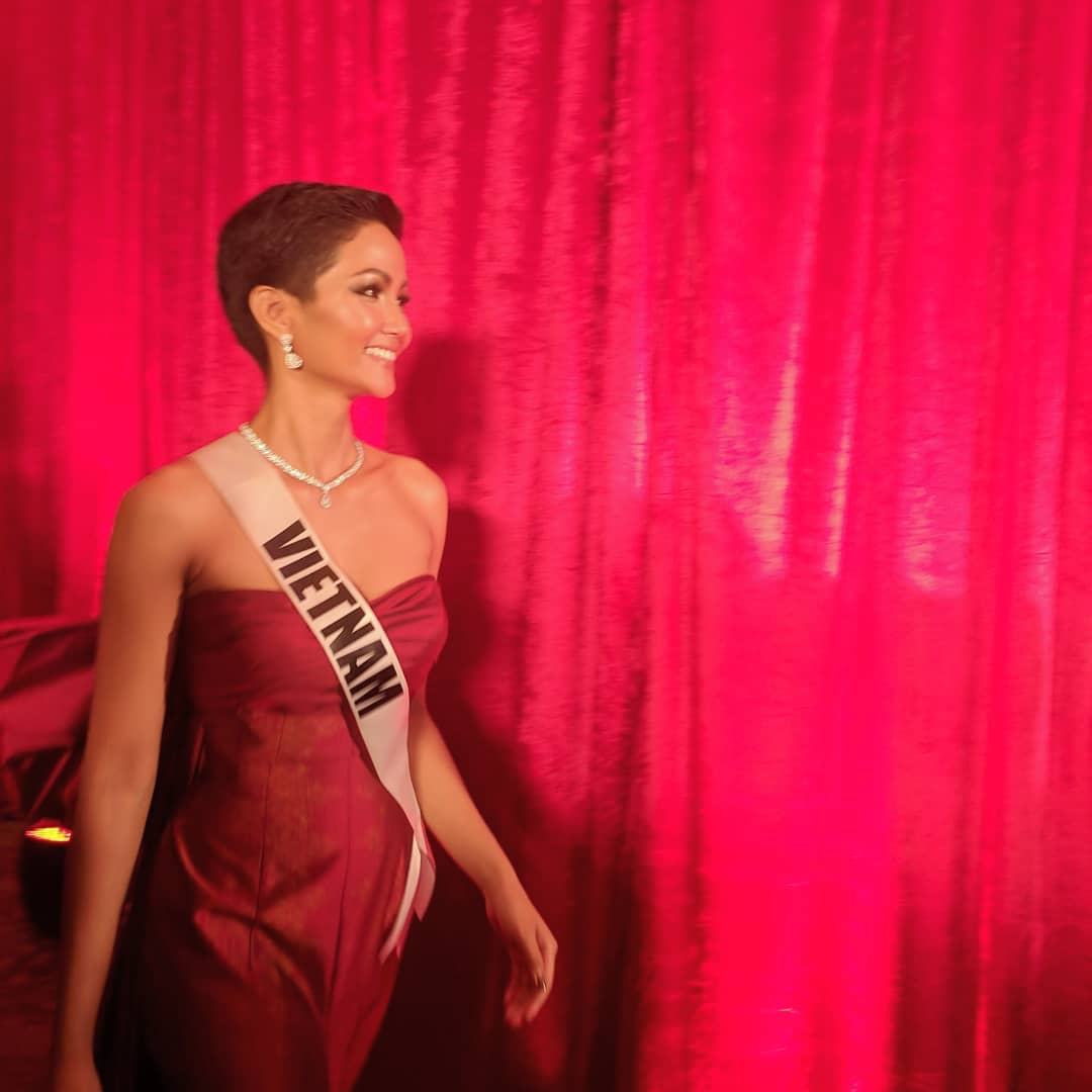 thai night gala dinner de candidatas a miss universe 2018. - Página 9 Ottary7r