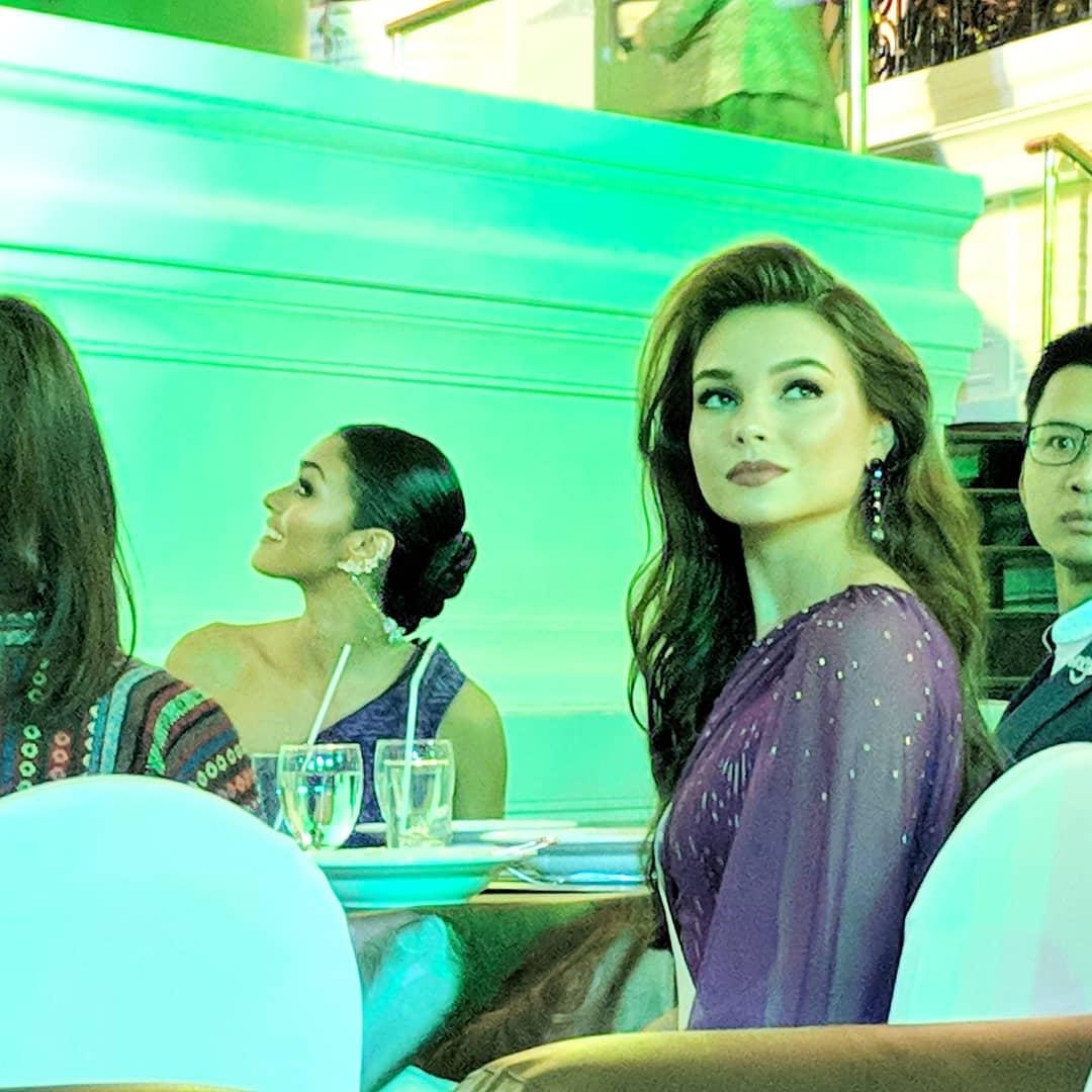 thai night gala dinner de candidatas a miss universe 2018. - Página 9 Uireu3ey