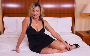 Clarice - 49 Year Old Good Times Vegas MILF (2018/HD)