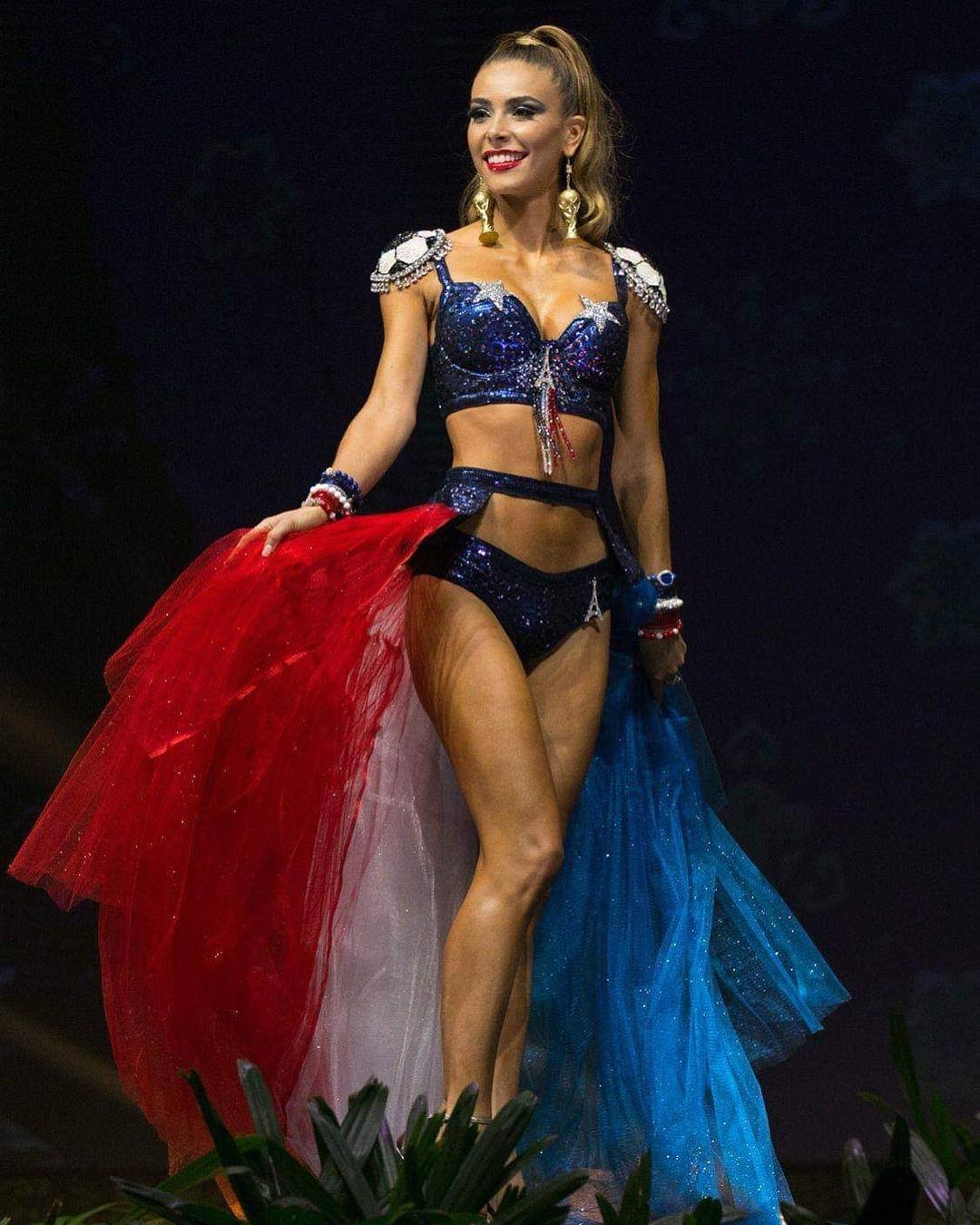 trajes tipicos de candidatas a miss universe 2018. - Página 11 Pkaat8sx