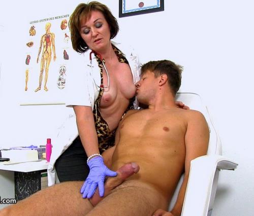 Rosa T - Czech doctor cougar Rosa big dick wankjob at clinic (HD)