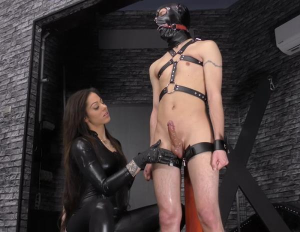 Mistress Cleo - Huge squirting (FullHD)