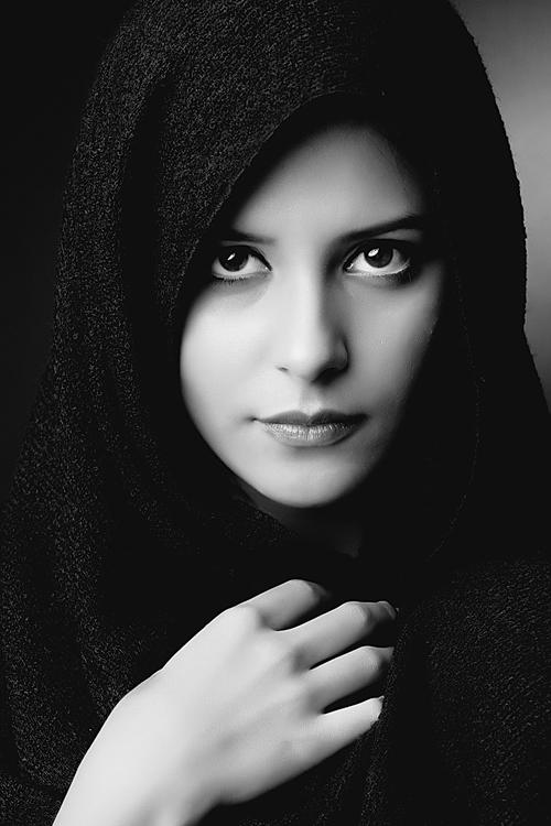 Peçeli Kadın Resimleri,Siyah Beyaz Tesettürlü Kadın Resmi