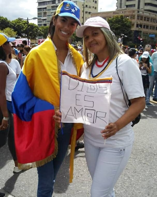 miss venezuela 2018 (ira a mw 2019) durant prostestas. Bulsp5fd